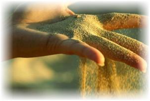 песок для радости на ладони